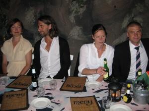 Till vänster vännen Max med flickvän och till höger brodern Niclas med sin Diana