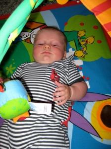 Lucas, 5 månader, tränar i gymmet