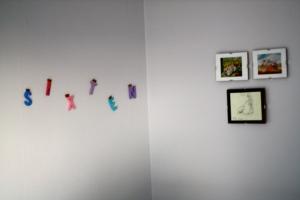 Pappan har gjort fint på väggen.