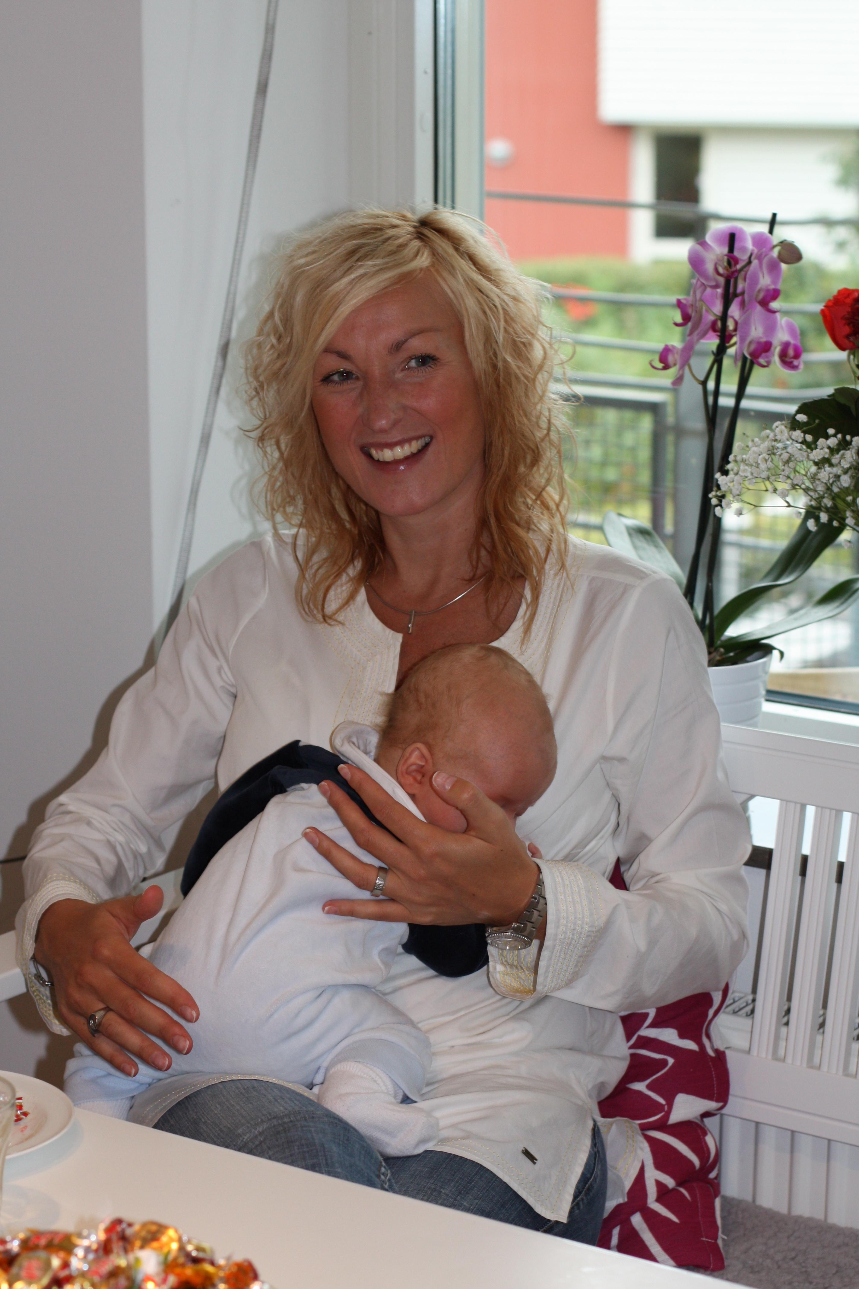 Elin; min frisör, träningskompis och nära vän med Sixtens lekkamrat Hugo, 2,5 vecka äldre än Sigge