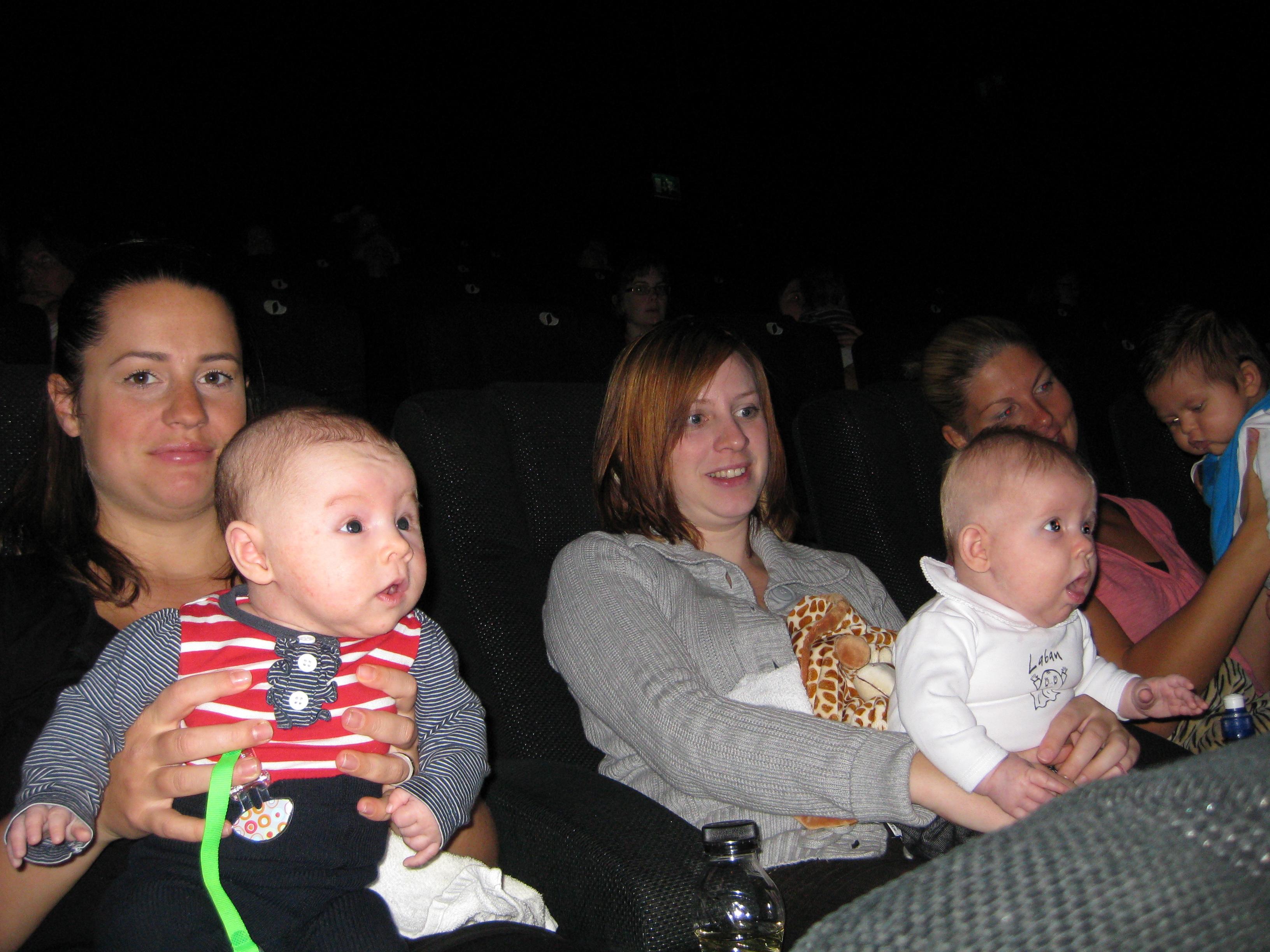Idas Lykka och Alfvans Lilla A var helt tagna av filmen; vilket mästerverk! Sandra och hennes Benjamin har fokus på annat!
